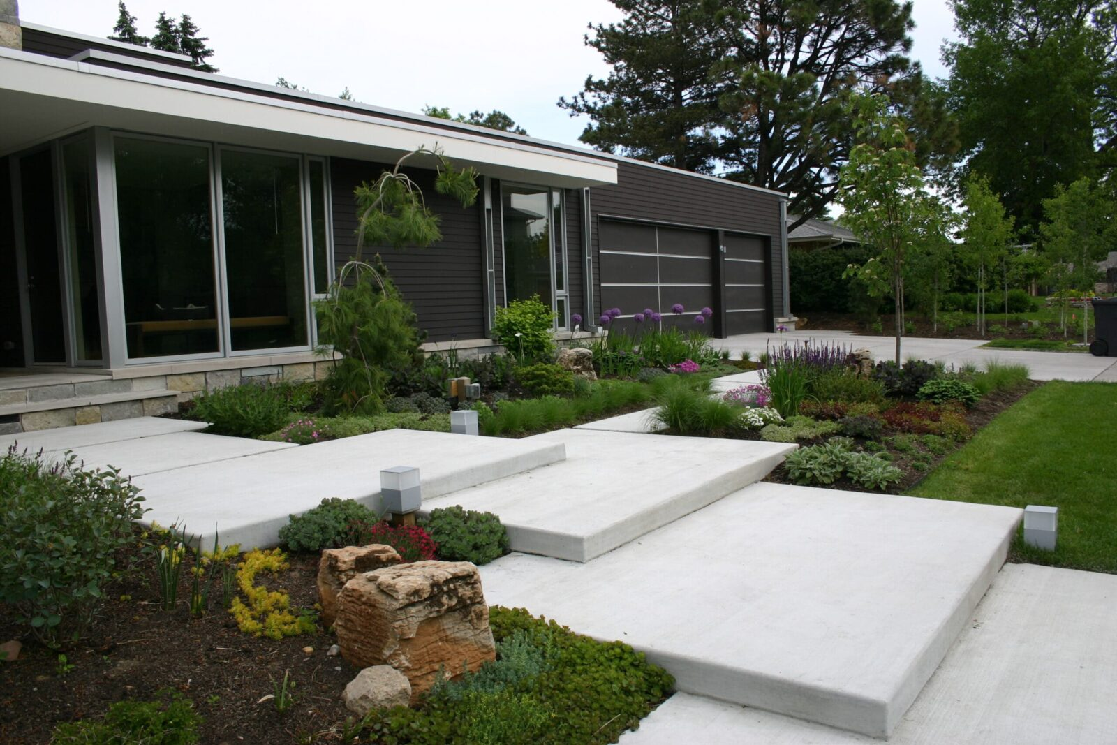 Изображение Оформление сада в стиле хай-тек